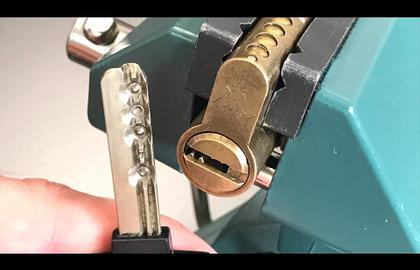 Взлом отмычками Mul-T-Lock  Classic  [393] Mul-T-Lock Classic Euro Profile Cylinder Picked and Gutted () (Время взлома: 5 мин.)